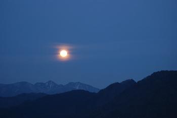 穀雨月の月.jpg